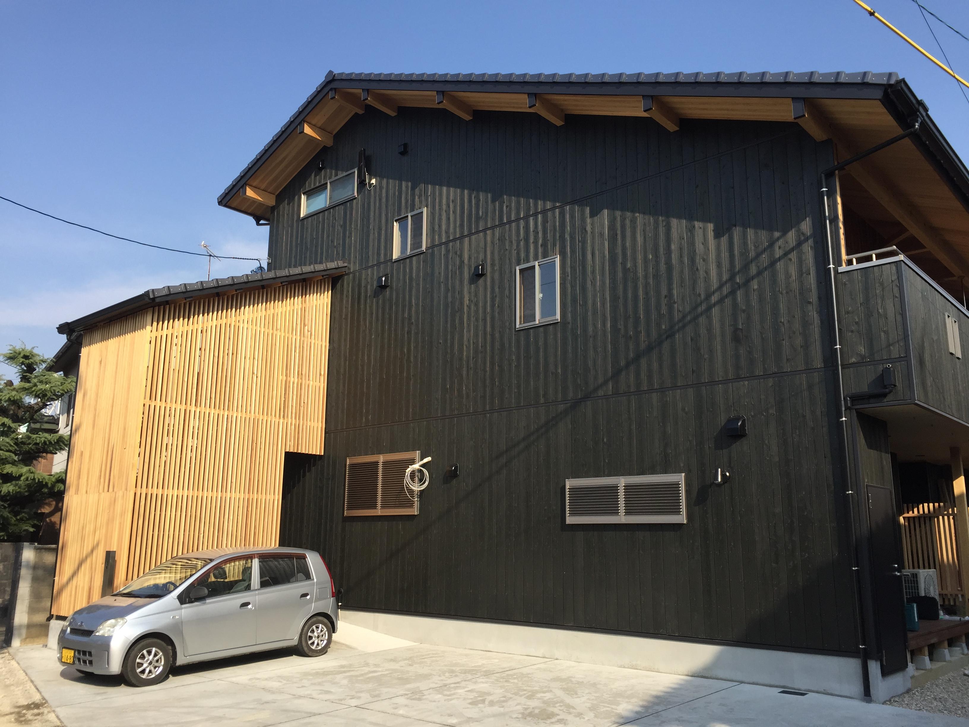 『板倉の家』